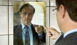 Paul Lohmann (Bjarne Mädel) muss dem Tod ein Schnäppchen schlagen. (Foto)