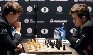 Sergej Karjakin aus Russland (l.) spielt gegen Magnus Carlsen aus Norwegen (r.). (Foto)