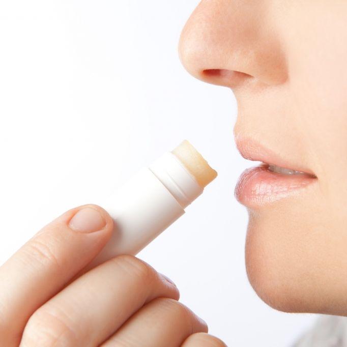 Labello und Co. - Machen Lippenpflege-Stifte tatsächlich süchtig? (Foto)