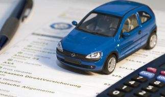 Bis Ende November müssen Autofahrer kündigen, um zum neuen Jahr mit einer günstigeren Kfz-Versicherung einen Vertrag zu schließen. (Foto)