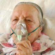 Rentnerin entzündet sich beim Rauchen selbst - Krankenhaus! (Foto)