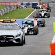 Hamilton rast vor Rosberg auf Pole Position (Foto)