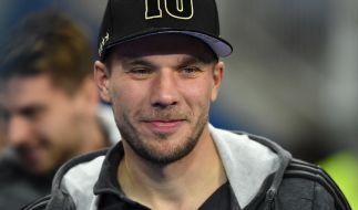 Lukas Podolski schockt mit einem Bild auf Twitter. (Foto)