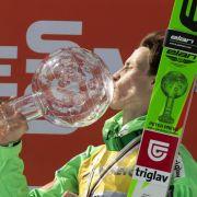 Keiner fliegt weiter als der Slowene Peter Prevc. 250 Meter schaffte er auf der Skiflugschanze in Vikersund. Weltrekord!