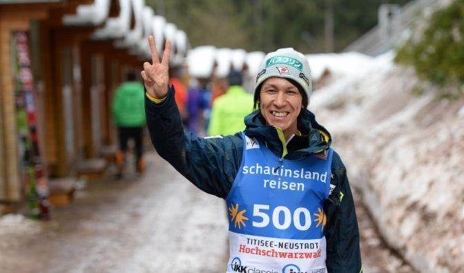 Noriaki Kasai ist der Alterspräsident unter den Skispringern. 44 Jahre und kein Ende in Sicht. Seit 1991 zählt er zur Weltspitze.