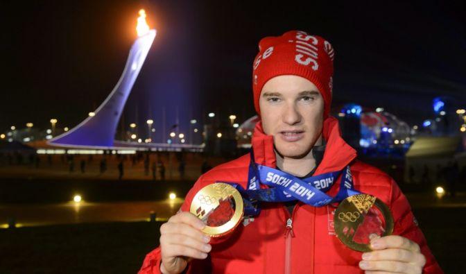 Der Schweizer Skilangläufer Dario Cologna konnte bisher dreimal die Tour de Ski für sich entscheiden. Bei Olympischen Spielen lief er ebenso zu drei Goldmedaillen.