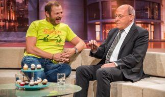 Mario Barth im Gespräch mit Gregor Gysi. (Foto)