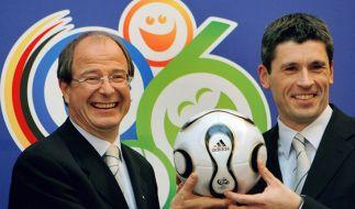 In der Schweiz wurde das Haus von Ex-Fifa-Generalsekretär Urs Linsi (l.) durchsucht. (Foto)