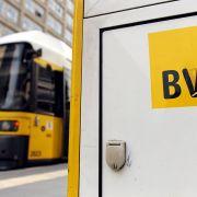 Straßenbahnfahrer soll Kopftuch-Mädchen rausgeworfen haben (Foto)