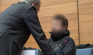 Fahrdienstleiter Michael P. (r.) soll vor dem Zugunglück von Bad Aibling durch ein Handy-Spiel abgelenkt gewesen sein. (Foto)