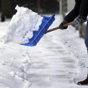 Wer ist fürs Schneeschippen zuständig? (Foto)