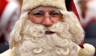Der Weihnachtsmann gilt für viele als das Sinnbild für Weihnachten. Doch es gibt noch andere Geschenkebringer. (Foto)