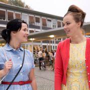 Monika Blumental, Tochter reicher Eltern, wird zu Hillas Freundin.
