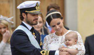 Prinz Carl Philip von Schweden, Prinzessin Sofia und Prinz Alexander bei dessen Taufe im September 2016. (Foto)