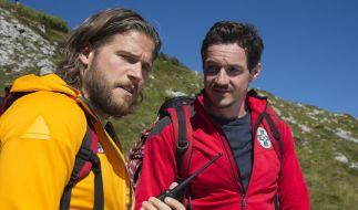 Markus (Sebastian Ströbel, l.) und Tobias (Markus Brandl, r.) am Verzweifeln: Wo ist der vermisste Frank Brandstetter? (Foto)