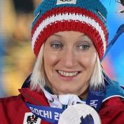 Die österreichische Skispringerin Daniela Iraschkos Stolz ist Weltmeisterin, Weltcup-Gesamtsiegerin und Vize-Olympiasiegerin. Neben dem Skispringen ist sie auch erfolgreiche Fussballerin und stand zweimal im österreichischen Pokalfinale.