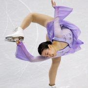 Die Japanerin Mao Asada ist als das Wunderkind im Eiskunstlaufen bekannt. Bereits mit 12 Jahren konnte sie Profi-Sprünge, wie den dreifachen Axel, stehen. Sie ist dreifache Weltmeisterin.