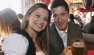 Robert Lewandowski mit seiner geliebten Frau Anna beim Münchner Oktoberfest. (Foto)