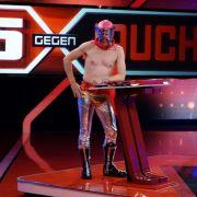 Oliver Pocher zeigt sich wie immer von seiner Schokoladenseite - hier im Wrestling-Outfit.