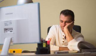 Weiterarbeiten nach Feierabend - wenn der Chef Überstunden anordnet, steht Beschäftigten ein Freizeitausgleich oder eine finanzielle Vergütung der Mehrarbeit zu. (Foto)