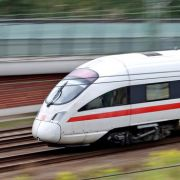Mit 320 Passagieren an Bord: ICE erfasst zwei Bahn-Mitarbeiter (Foto)