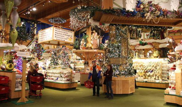 Die USA ist das Land der Superlative. Natürlich gibt es hier einen Laden für Weihnachtsdeko im XXL-Format! (Foto)