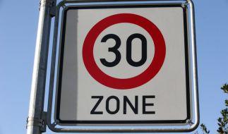 Durch eine neue Verordnung kann Tempo 30 jetzt leichter vor Schulen, Kitas und Seniorenheimen verhängt werden. (Foto)