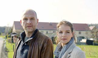 Zwischen Butsch (Götz Schubert) und Viola Delbrück (Yvonne Catterfeld) knistert es. (Foto)