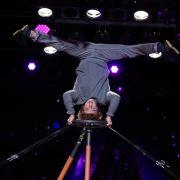 Carlos Zaspel aus Berlin liebt seine gefährlichen Akrobatik-Stunts.