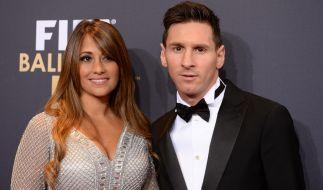 Messi mit seiner Antonella bei der Wahl zum Weltfußballer 2015. (Foto)