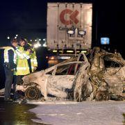 Laster kracht in verunglücktes Auto - zwei Tote in Hessen (Foto)
