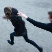 Frau (20) feige zu Boden geprügelt! Nazi-Täter haben sich gestellt (Foto)