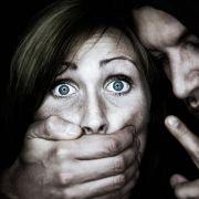 Frau erschlägt Sex-Täter in Notwehr - Anklage wegen Mord (Foto)