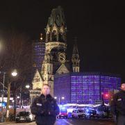 Die Polizei riegelt den Weihnachtsmarkt an der Gedächtniskirche ab.