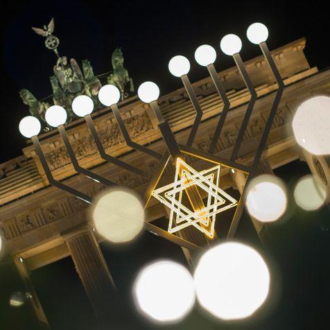 DAS hat es mit dem jüdischen Lichterfest auf sich (Foto)