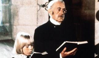 Ceddie Errol (Ricky Schroder) und sein Großvater, der Earl of Dorincourt (Alec Guinness). (Foto)