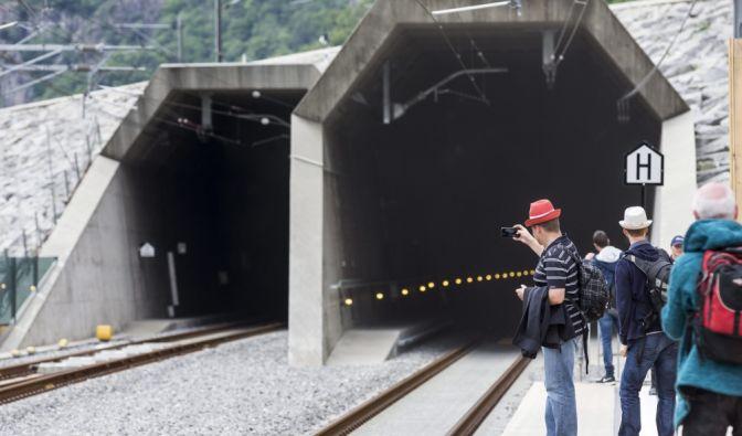 Gotthard-Basistunnel: Zwei Riesenröhren machen den Bahnverkehr durch die Alpen so schnell wie nie zuvor. (Foto)
