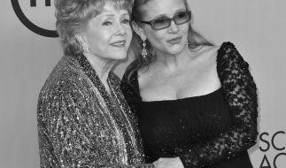 Debby Reynolds (li.) starb nur einen Tag nach ihrer Tochter Carrie Fisher. (Foto)