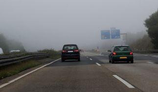 Es gibt kaum gefährlichere Situationen im Verkehr, als mit eingeschränkter Sicht unterwegs zu sein. (Foto)