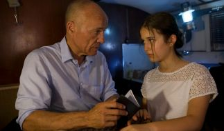 Frank Henning (Heiner Lauterbach) und Yasmin (Maya Lauterbach) sind auf der Flucht. (Foto)