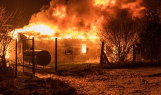 Ein Wohnheim für ehemalige Obdachlose steht am Montagabend in Apolda in Brand. (Foto)