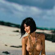 Nackt-Künstlerin zeigt ihre intimsten Schmuckstücke (Foto)