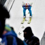 Kamil Stoch springt auf Platz 1 des Skisprung-Klassikers (Foto)