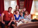 Altenpflegerin Magda (Verena Altenberger, Mitte) und Familie Holtkamp bereichern ab 5. Januar das RTL-Programm. (Foto)