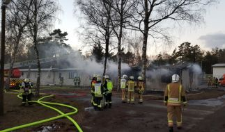 Bei einem Brand in einer Flüchtlingsunterkunft im ostwestfälischen Hövelhof-Staumühle sind am Donnerstag 30 Bewohner verletzt worden. (Foto)