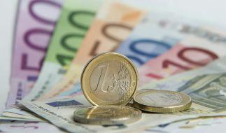 Ein Blick auf die Lohnverhältnisse in Deutschland offenbart: Es gibt noch immer ein deutliches Gefälle zwischen Ost und West. (Foto)