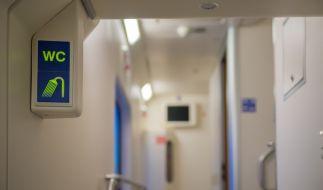 Dem Schwarzfahrer war es gar nicht recht, bei der Intimpflege gestört zu werden. (Symbolbild) (Foto)