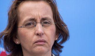 Die AfD-Vorsitzende Beatrix von Storch hat sich mit einem Polter-Tweet bis auf die Knochen blamiert. (Foto)