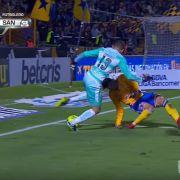 Horror-Verletzung im Video: Dieses Fußballer-Knie ist hin (Foto)