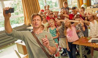 Lehrer Stefan Vollmer hat mit seiner Klasse alle Hände voll zu tun. (Foto)